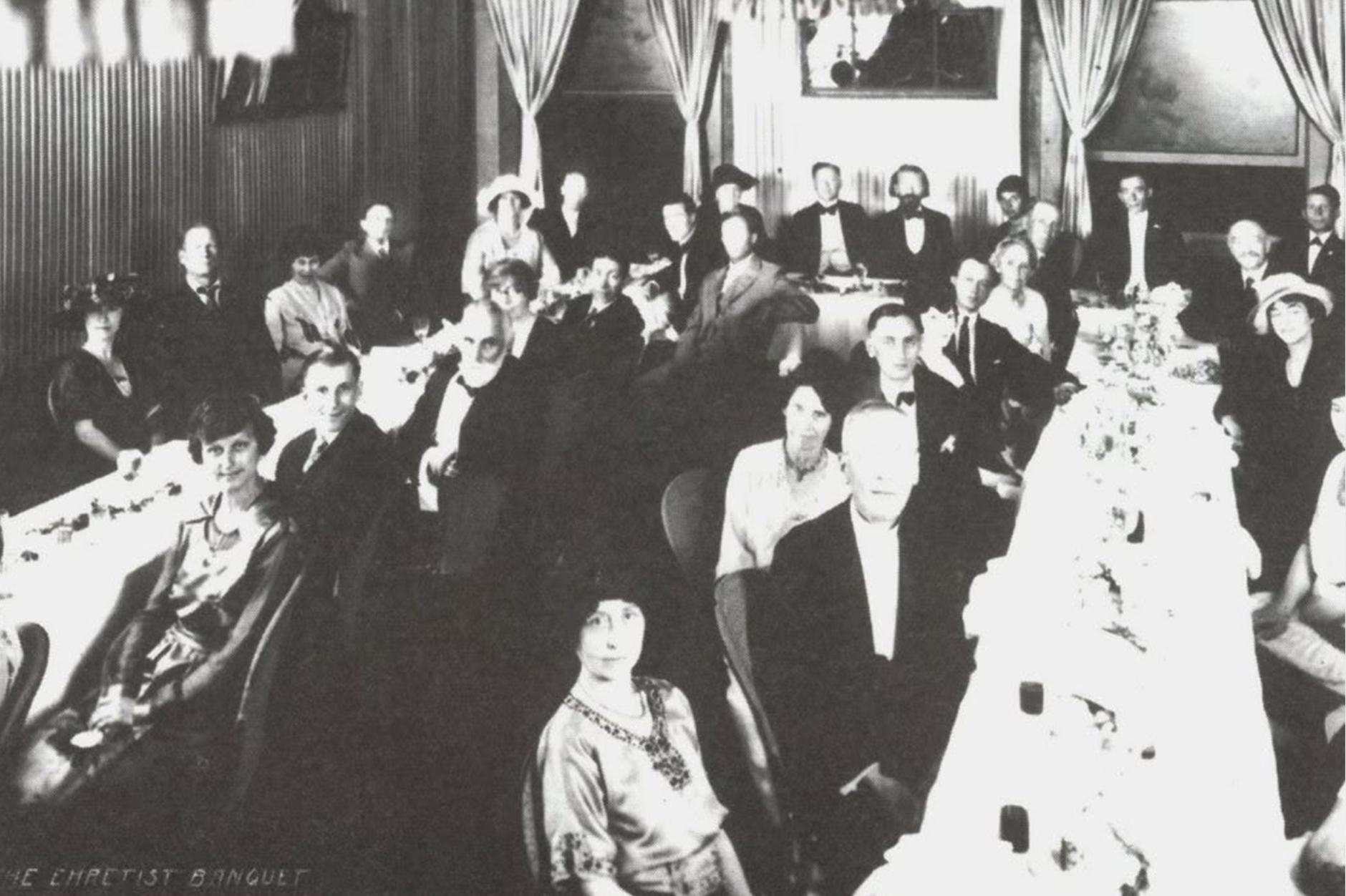 Banquete de graduación del curso Sistema Curativo por Dieta Amucosa del 6 de Julio de 1922